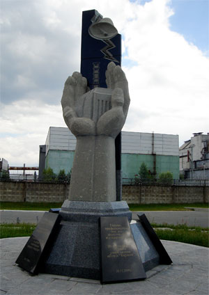 2006 Memorial to those who lost their lives in the clean-up operation